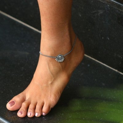 Silver Anklet with Round Ghungaroo Motif